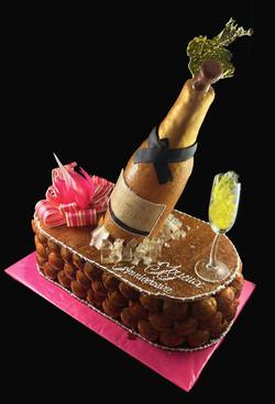Pièce montée bouteille de champagne