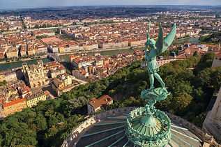 globe-treks-tours-lyon-france.jpg