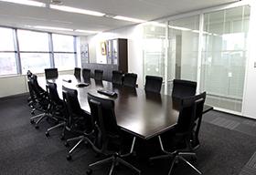 大阪事務所会議室