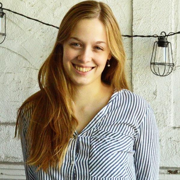 Laura Eaton,    Responsable, communications