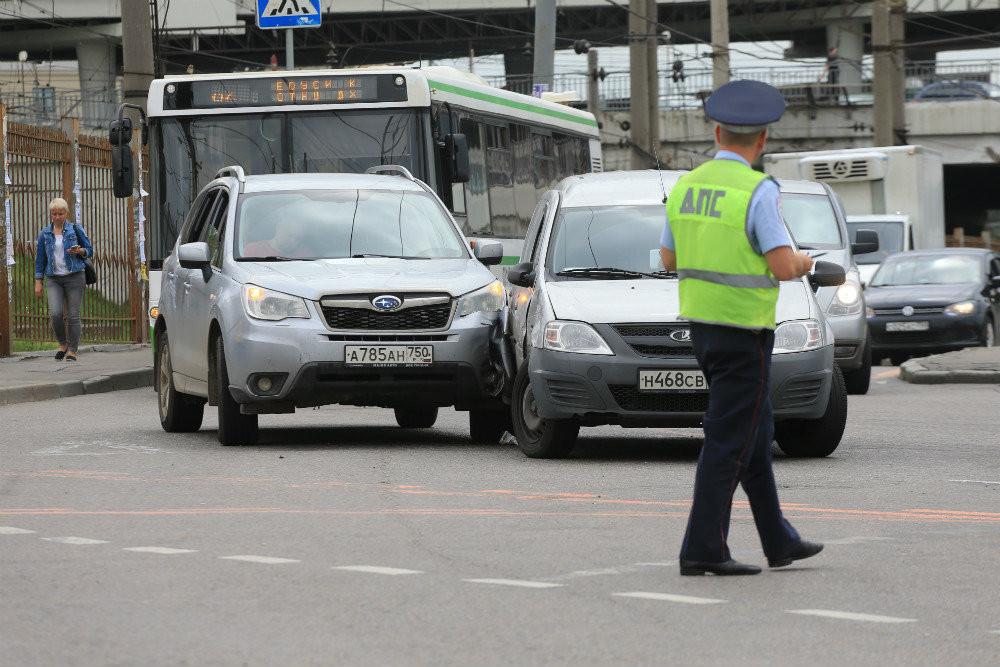 ГАИ приедет на аварию, оформит как положено. Но справки об аварии больше не даст. Фото: Сергей Михеев/РГ