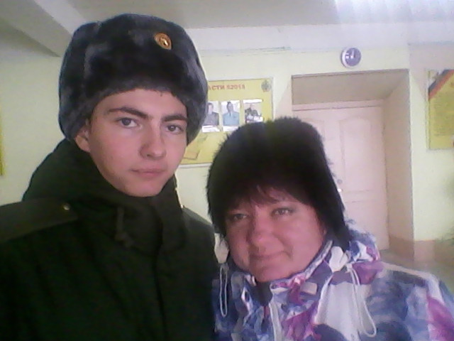 Альберт Бочкарёв с мамой. Фото из семейного архива