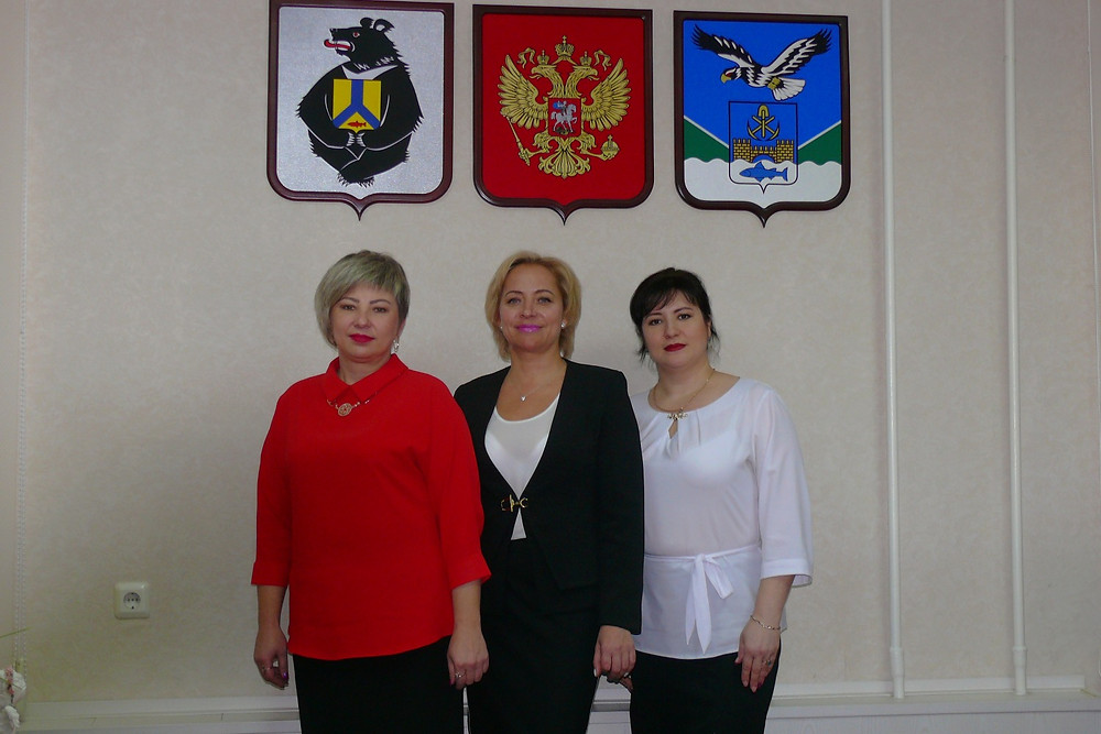 Действующий коллектив районного отдела ЗАГС (слева направо): Е.Ю.Сушенцова, А.А.Матюшкина, О.В.Костырина