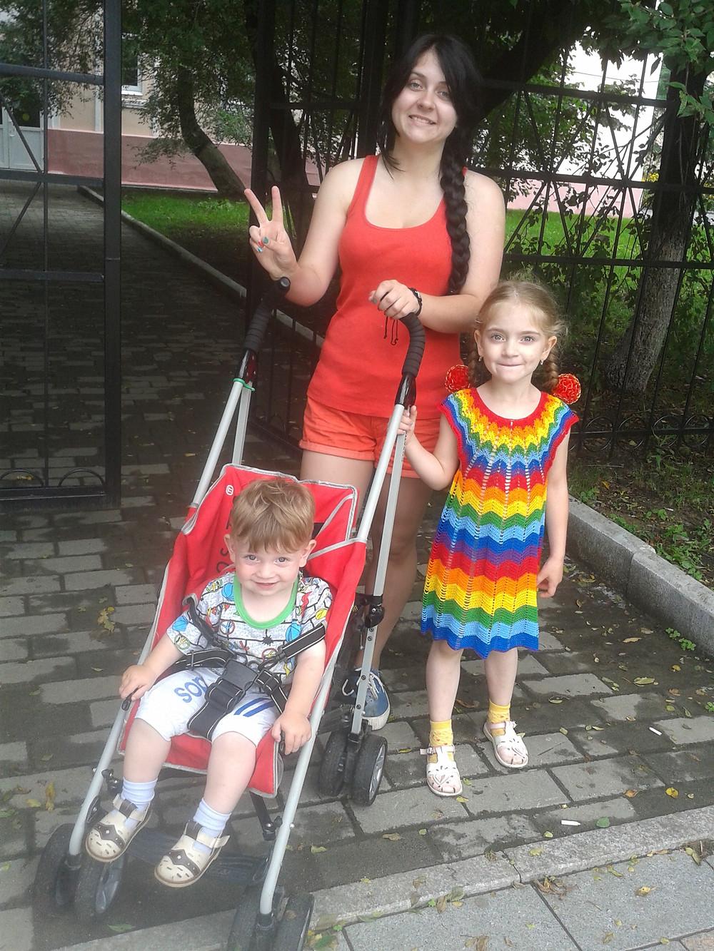 """""""Цветы жизни"""" Ирины Вакулюк: Настя, Лена, Женя. Фото из личного архива"""