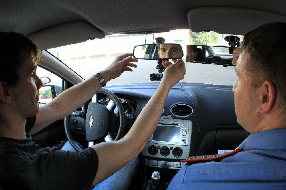 Сдать экзамен на права стало сложнее. Но аварийность с начинающими водителями сократилась. Фото: Аркадий Колыбалов