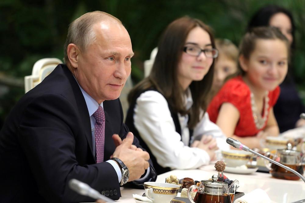 На встрече с победителями Всероссийского конкурса «Семья года». Фото: kremlin.ru