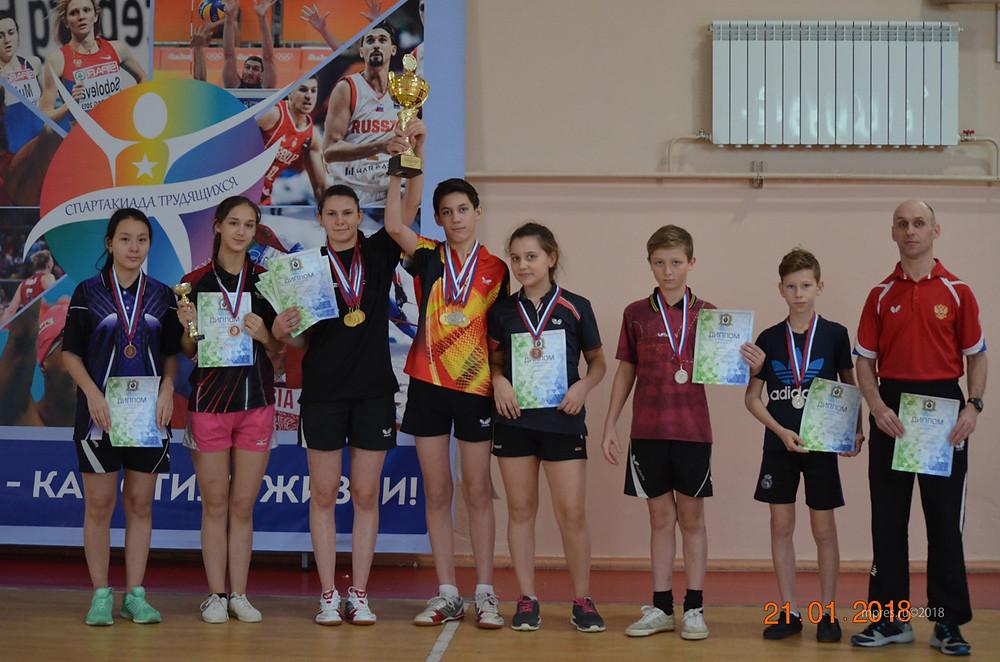Команда теннисистов, представлявшая Николаевский район. Фото: mpres.ru