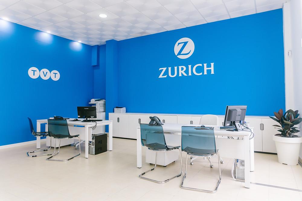 Foto 3: Interior de la nueva Oficina de Seguros Zurich en El Paso – Agencia TVT Seguros
