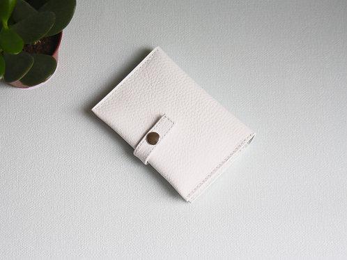 portefeuilles porte-cartes porte-monnaie carte d'identité blanc cuir maroquinerie artisanale fabrication Atelier Antiope©