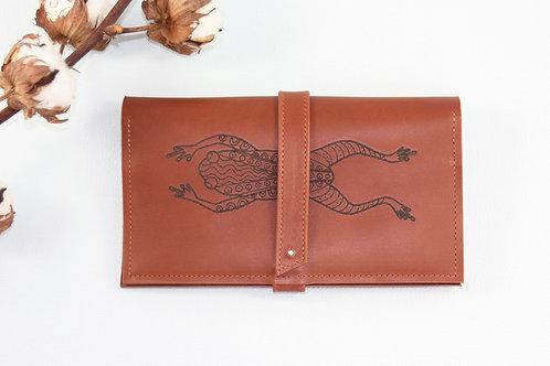 compagnon cuir maroquinerie artisanale fabrication française marron grenouille Atelier Antiope©