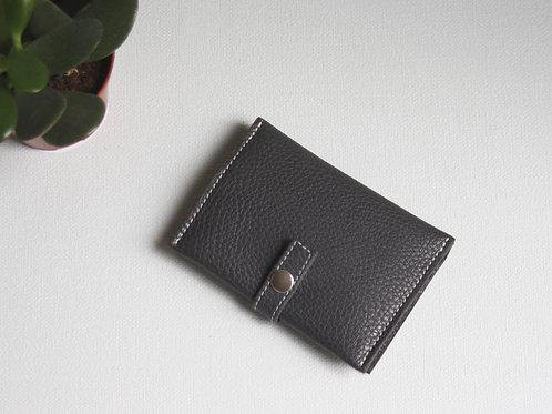 portefeuilles porte-cartes porte-monnaie carte d'identité gris cuir maroquinerie artisanale Atelier Antiope©