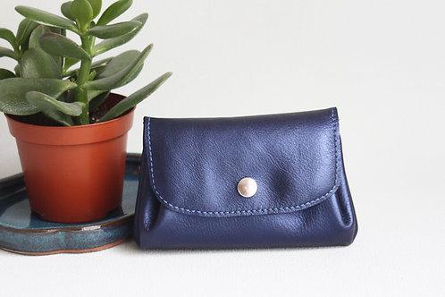 porte-monnaie bleu cuir maroquinerie artisanale fabrication française carte de crédit Atelier Antiope©