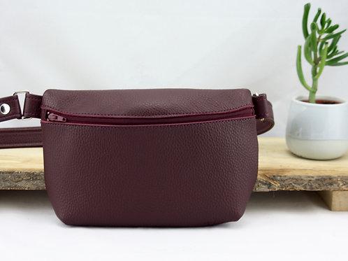 pochette banane bordeau rouge cuir maroquinerie artisanale fabrication française Atelier Antiope©