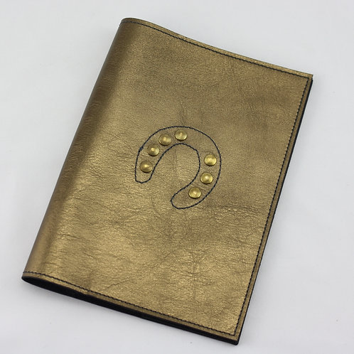 livret carnet© signalétique cheval santé vaccin haras bronze or doré cuir  artisanale fabrication Atelier Antiope ©