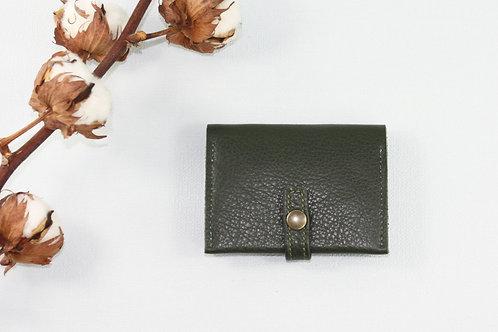 porte-cartes porte-monnaie vert kaki cuir maroquinerie artisanale fabrication française Atelier Antiope©