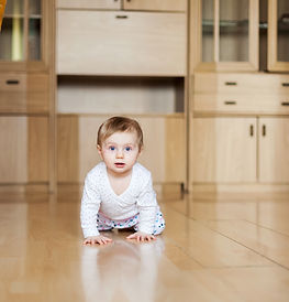 small child of 9 months crawling on   fl