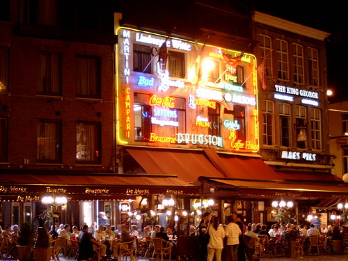 Hasselt center with its charming terraces and cafes- 5min.walk from ks51