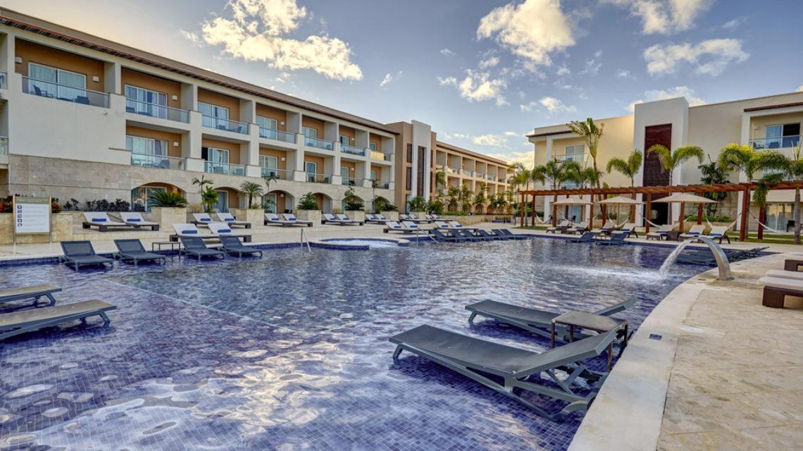 Travel Agency All Inclusive Resort Hideaway at Royalton Punta Cana 04