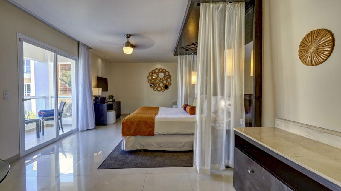 Travel Agency All Inclusive Resort Hideaway at Royalton Punta Cana 16