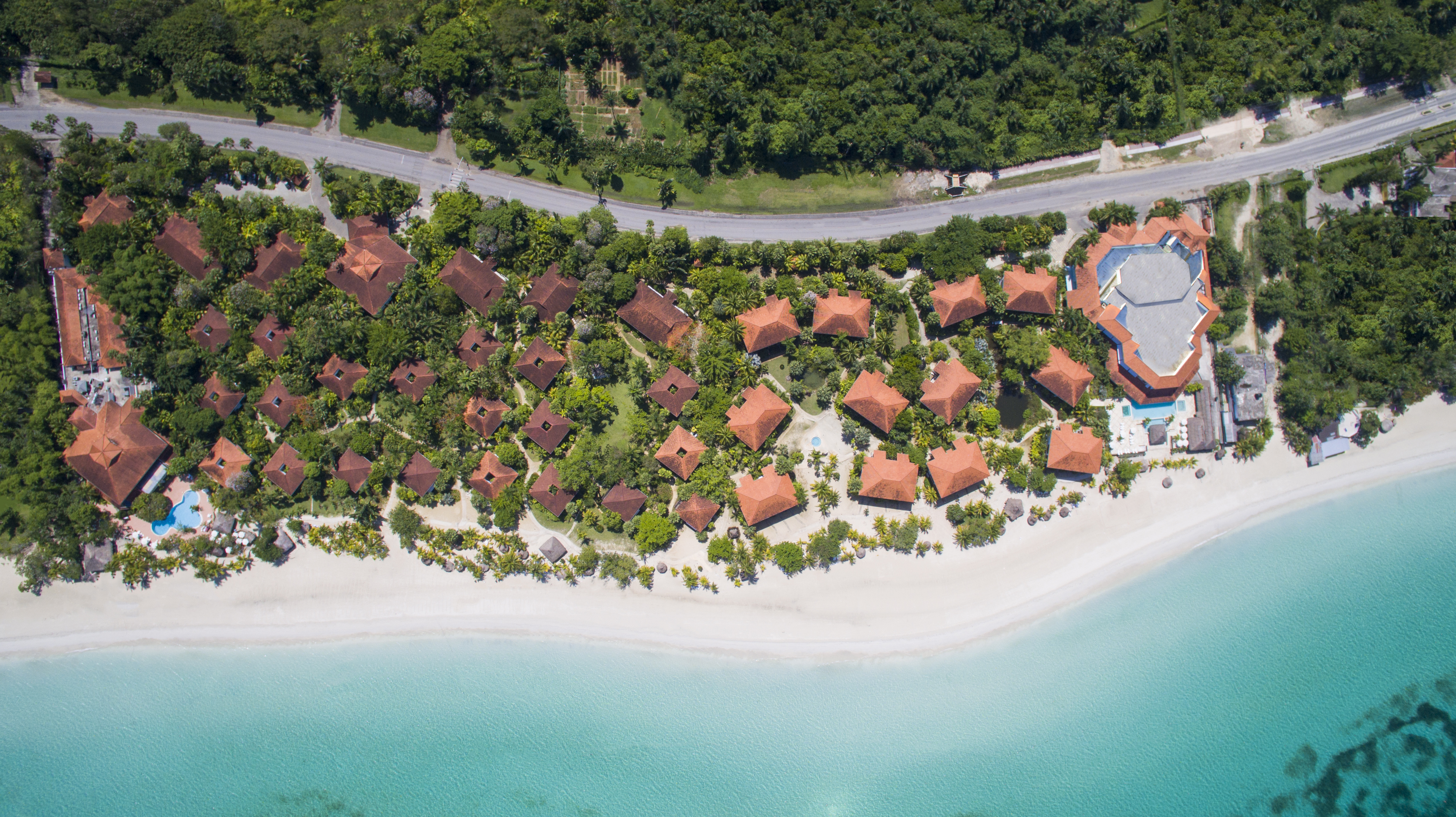 Travel Agency All-Inclusive Resort Couples Swept Away 34