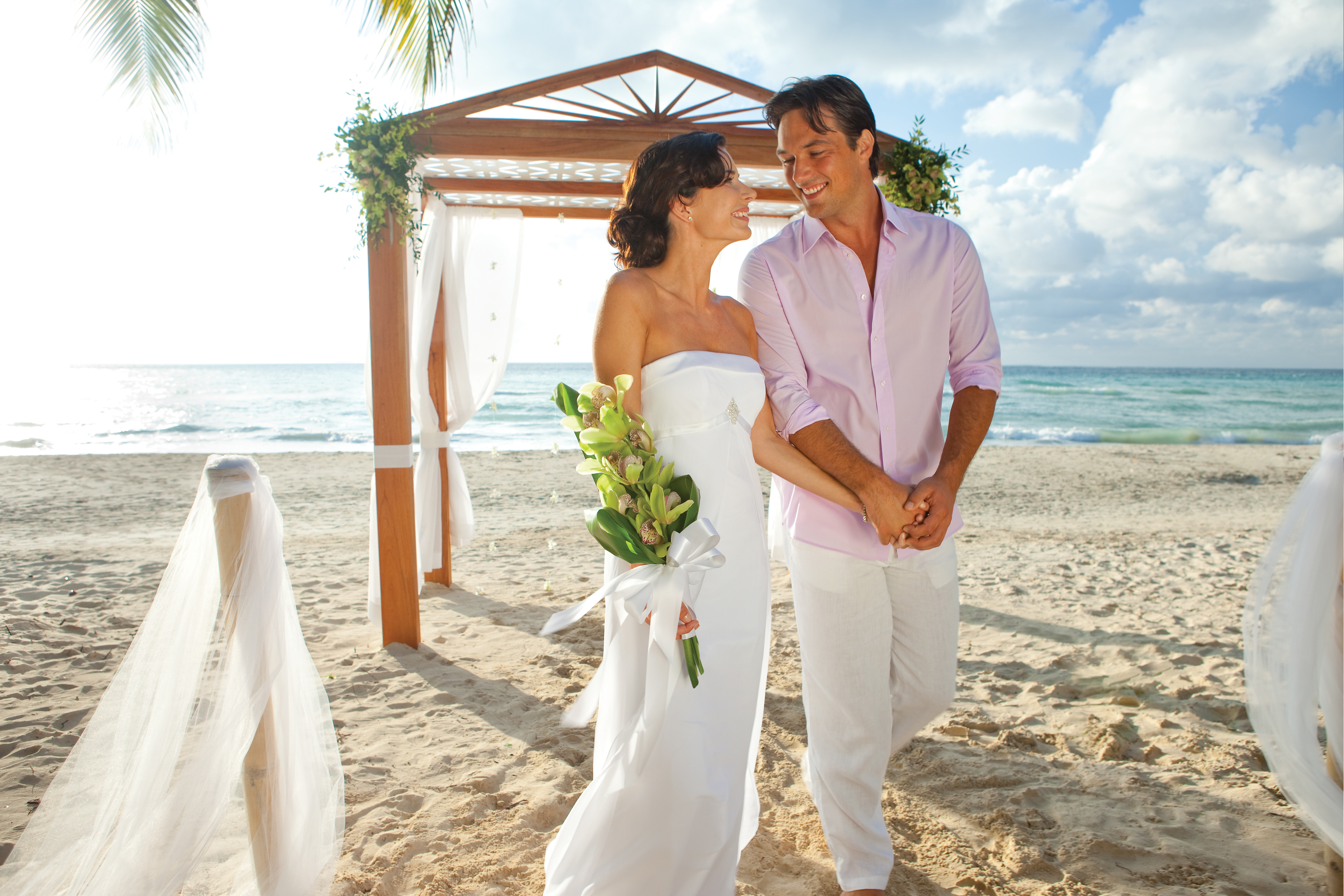 Travel Agency All-Inclusive Resort Couples Swept Away 51