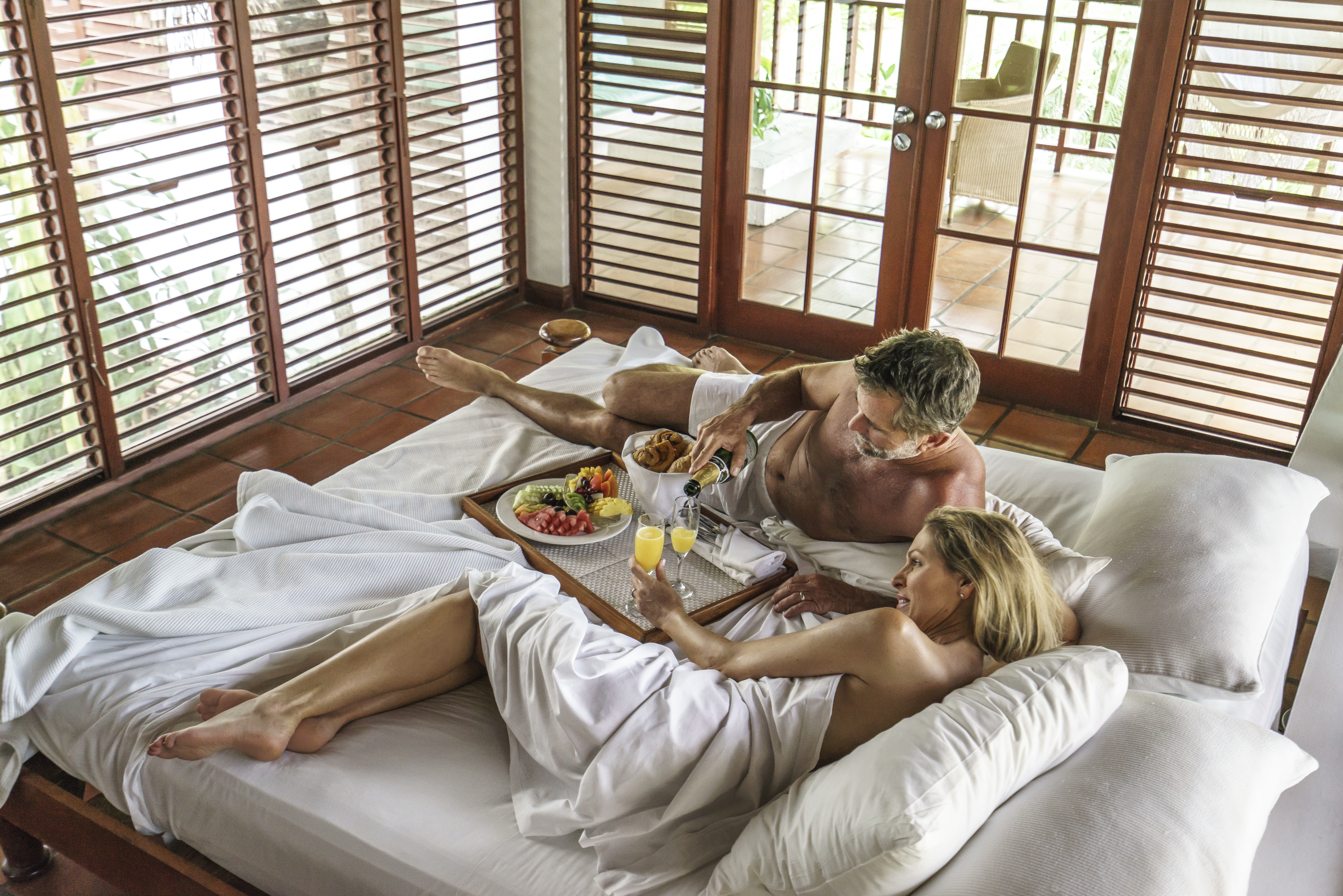 Travel Agency All-Inclusive Resort Couples Swept Away 18