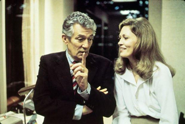 """""""Rede de Intrigas"""" ganhou quatro estatuetas no Oscar, dentre elas Melhor Ator para Finch (à esquerda) e Melhor Atriz para Dunaway (à direita)."""
