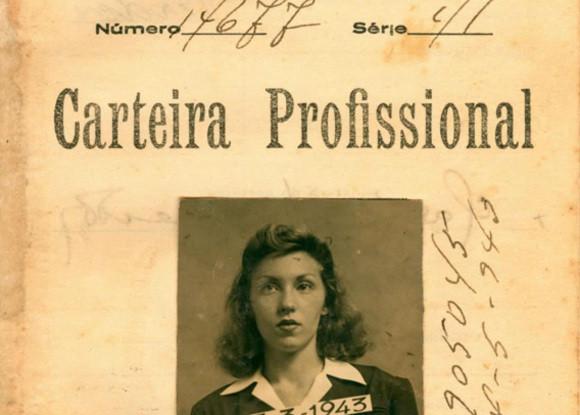 A carteira de trabalho de Clarice, tirada em 1943