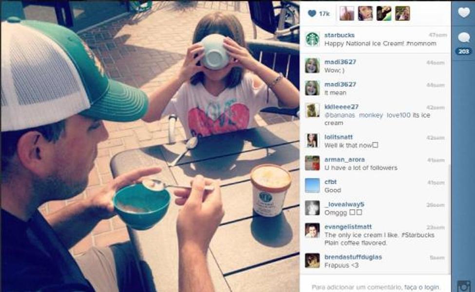 A @Starbucks (http://instagram.com/Starbucks) divulga fotos dos clientes em suas lojas para mostrar como é boa a experiência de tomar café.
