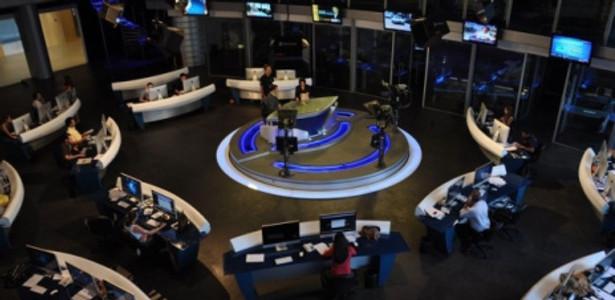 """""""RedeTV News"""". A redação é onde os jornalistas decidem as pautas e os assuntos para sair no jornal."""