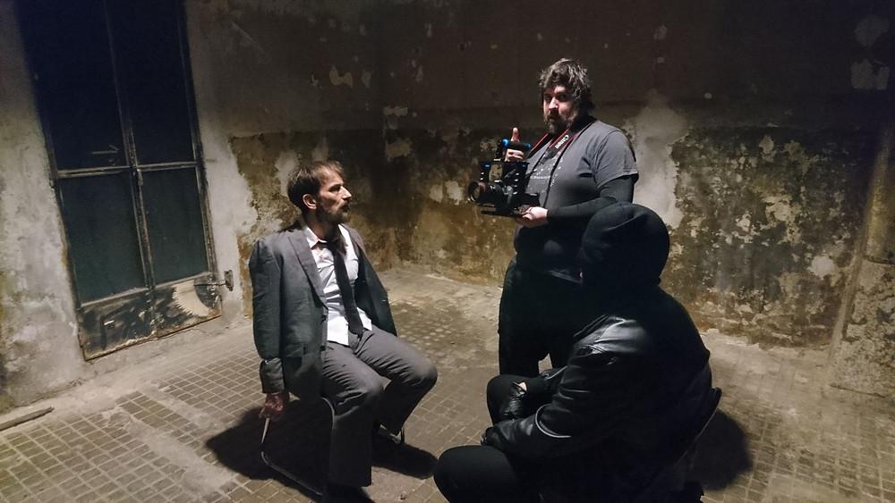 Javier Peña, Actor y Adrián Aires recibiendo indicaciones por parte de cámara.