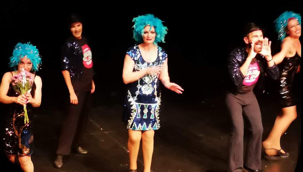 De izquierda a derecha: Lola Polo, Emilio Lorente, Olga Hueso, Javier Peña y Sofía Monreal, tras finalizar su espléndida actuión en el Teatro del Barrio.