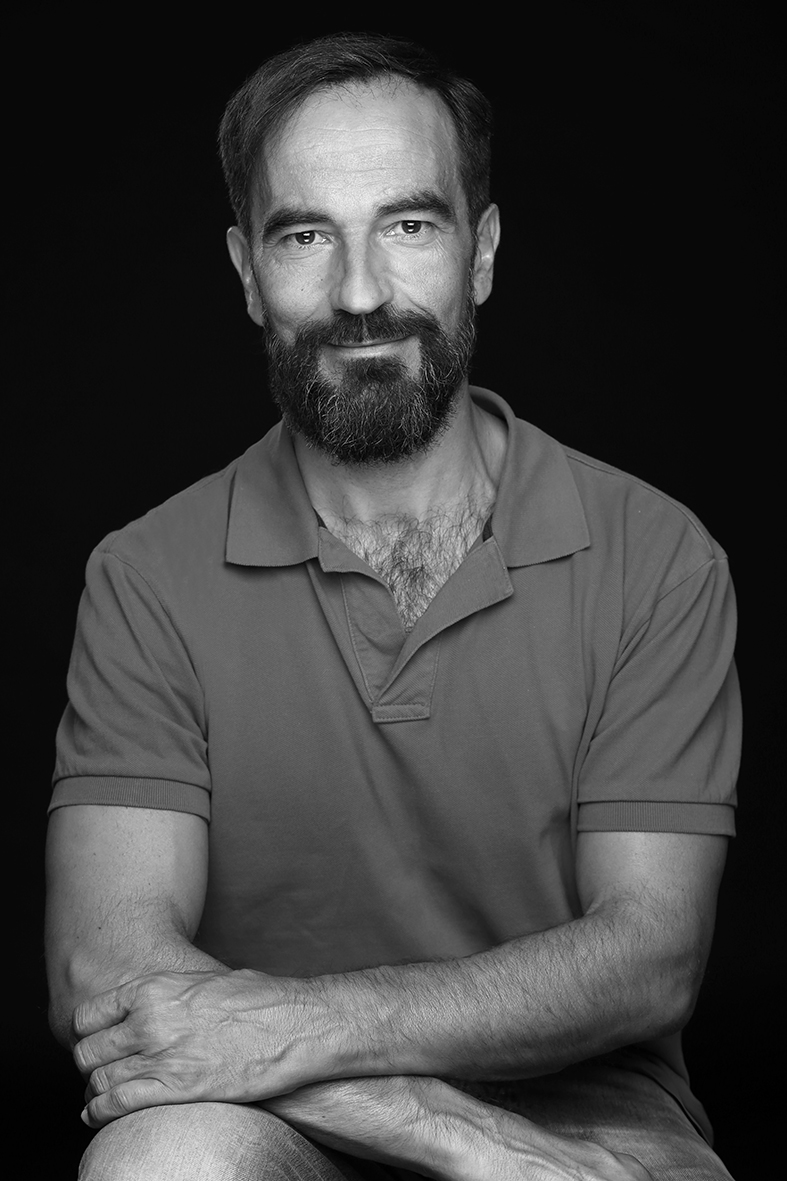 JAVIER PEÑA, Actor - 11