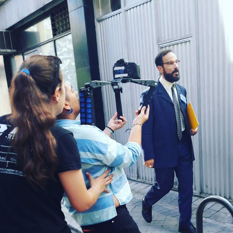 Javier Peña, Actor justo antes de entrar en el local donde comienzan sus problemas.