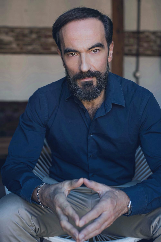 El actor Javier Peña posando para el fotógrafo David Prado.