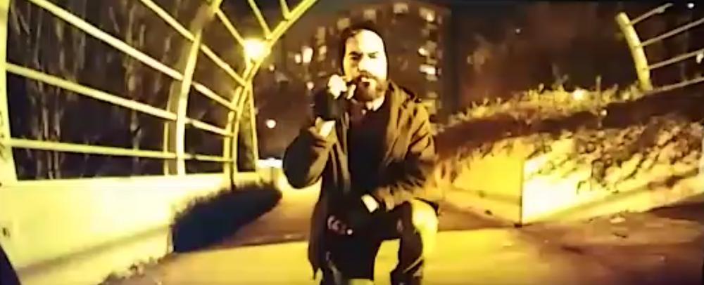 Javier Peña, Actor muestra el colmo de la degradación de Demian cogiendo colillas de la calle.