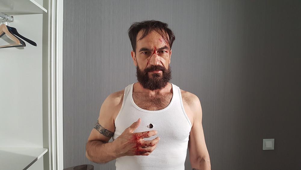 Javier Peña, Actor ensangrentado tras una dura pelea.