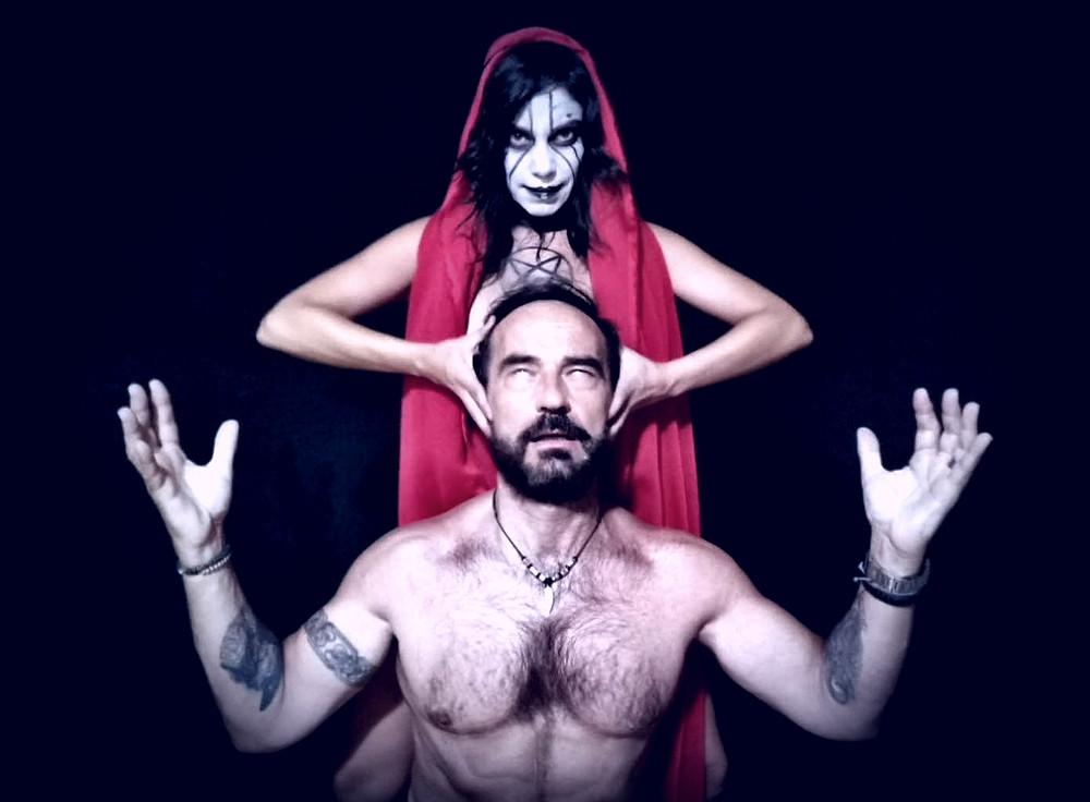 Rita Carrasco y Javier Peña en una de las imágenes promocionales.