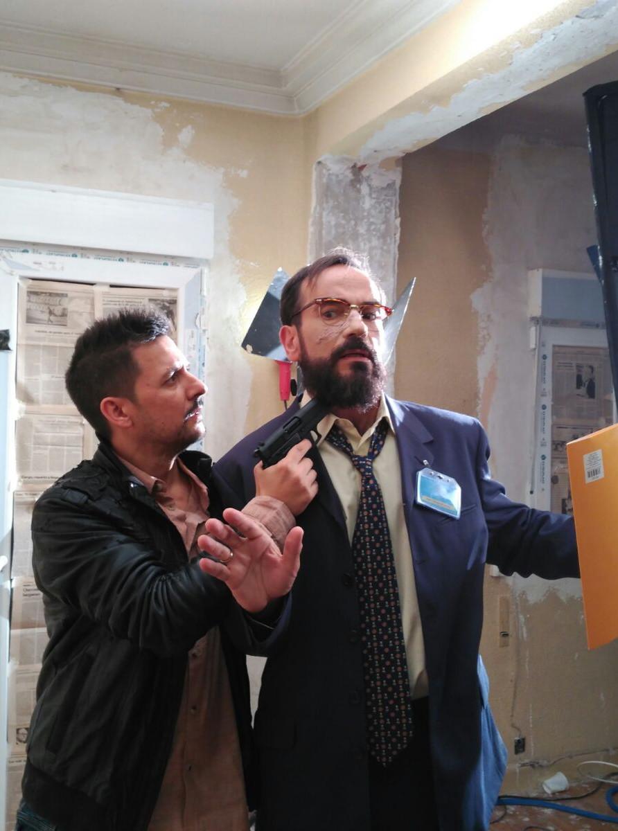 """Pillado """"in fraganti"""" por uno de los malos, el actor Javier Arriero."""
