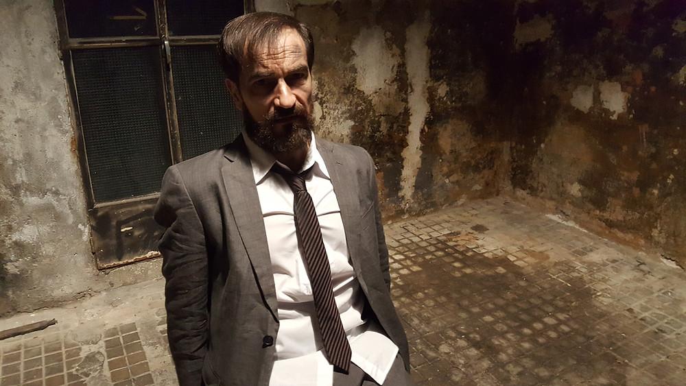 Javier Peña, Actor, maniatado y torturado.