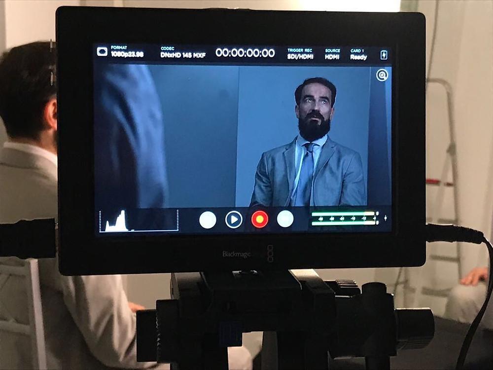 Javier Peña, Actor en un momento del rodaje recibiendo indicaciones de Ainara Cano.