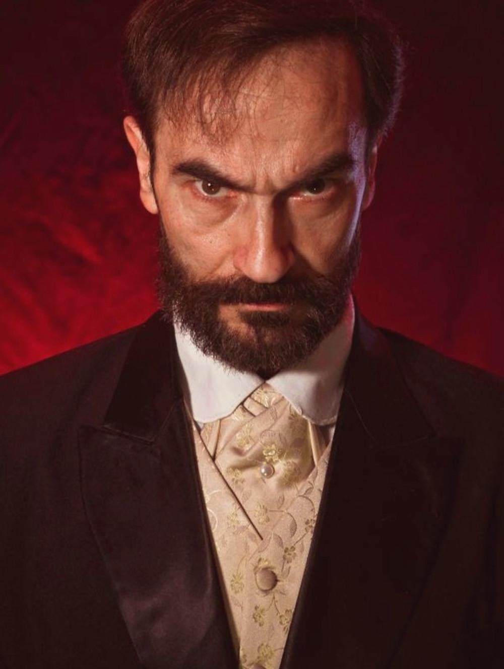 Javier Peña como el atormentado Leónidas Luzón.