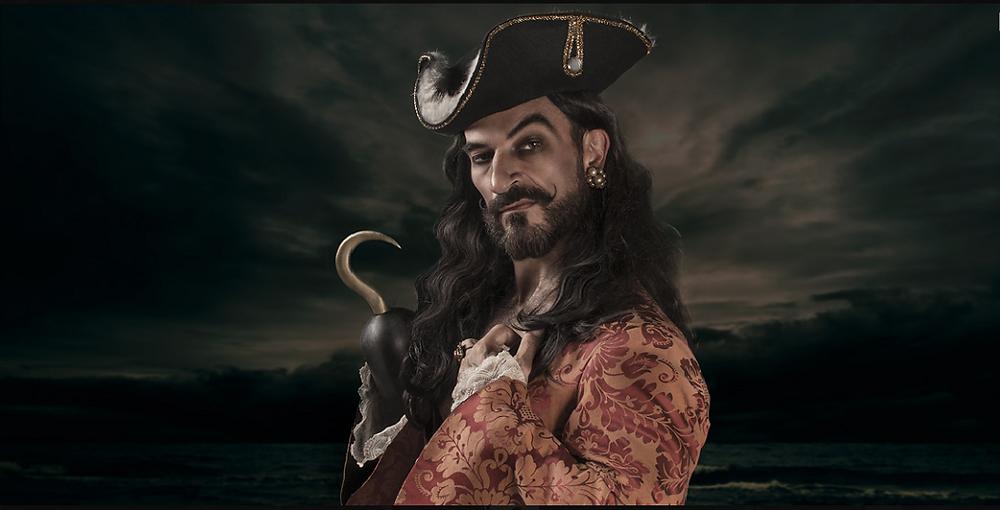 """Para la galería """"Malvados"""", Javier Peña, Actor ha posado como Garfio..."""
