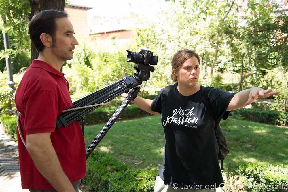 Javier Peña, Actor recibiendo instrucciones de la Directora de Fotografía Beatriz Pagés
