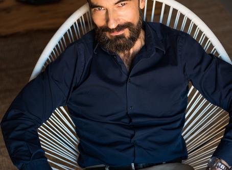 El actor Javier Peña como modelo publicitario para el fotógrafo David Prado.