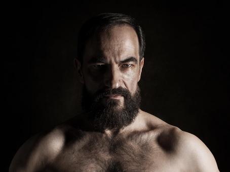 """Javier Peña, Actor vuelve a posar como modelo fotográfico para las colecciones """"Eyes"""" y &q"""