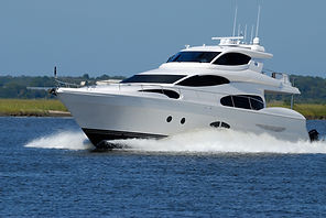 white-yacht-on-running-on-blue-body-of-w