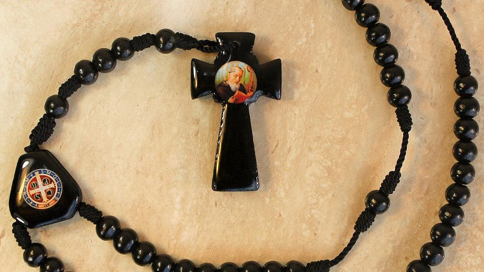 Rosario de Madera con Cruz color Negro