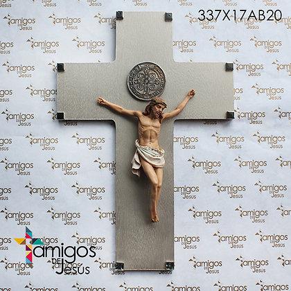 Cruz Jesús con Corona Verde y Medalla de San Benito