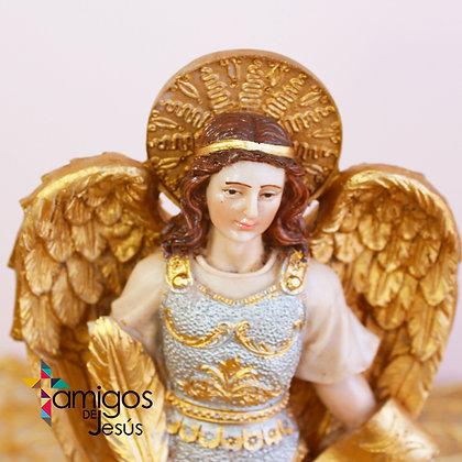 Arcángel Gabriel con Detalles Dorados